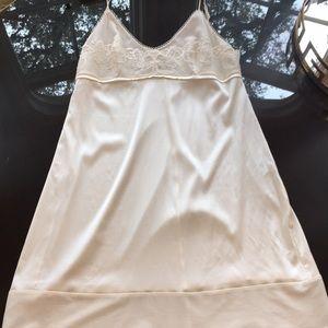 La Perla Silk size 4 Negligee Short Gown ivory